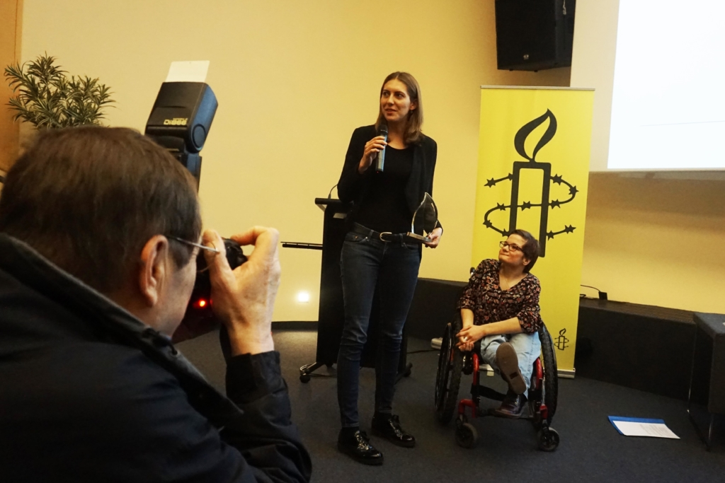 Laurence Bervard gagne l'Amnesty Mediepräis 2017