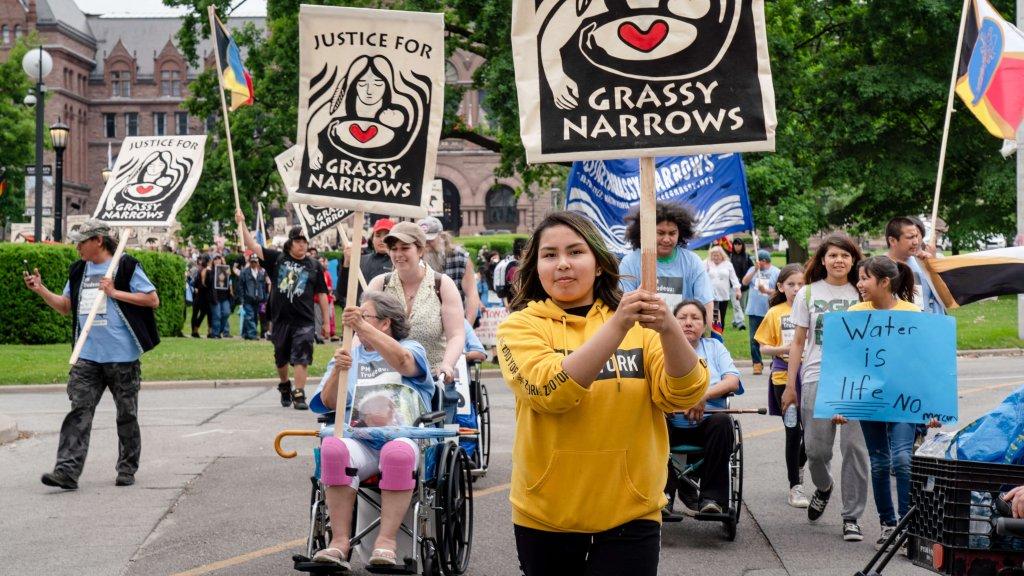 River Run 2019 : Walk with Grassy Narrows for Mercury Justice, Toronto, Canada, 20 juin 2019. Plus de 40 représentants de la communauté de Grassy Narrows ont parcouru 1 700 km de leur domicile à Toronto, pour une manifestation demandant au gouvernement canadien de construire un foyer et un centre de traitement du mercure et d'indemniser tout le monde à Grassy Narrows pour la crise du mercure.